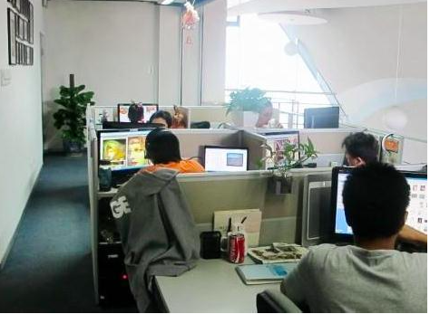Post-80s girls start shanghai translation company with annual income of 600,000.